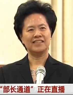 """舒晓琴在全国两会""""部长通道""""回答记者提问"""